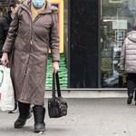 Megenyhült a rendőrök szíve a járványszabályok megsértése miatt bezárt boltokon