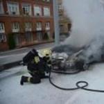 Videó: A Kerepesi úton gyulladt ki egy Mercedes