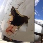 Fotó: Elképesztő méretű lyukat ütött az utasszállítóba egy madár
