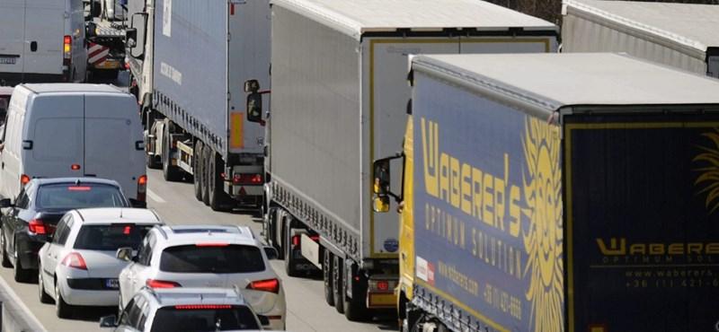 Négy autó karambolozott az M5-ös autópályán