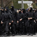 Bekeményít a radikális iszlamistákkal szemben Franciaország