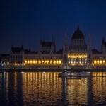 Fotó: kialudtak a Parlament díszfényei
