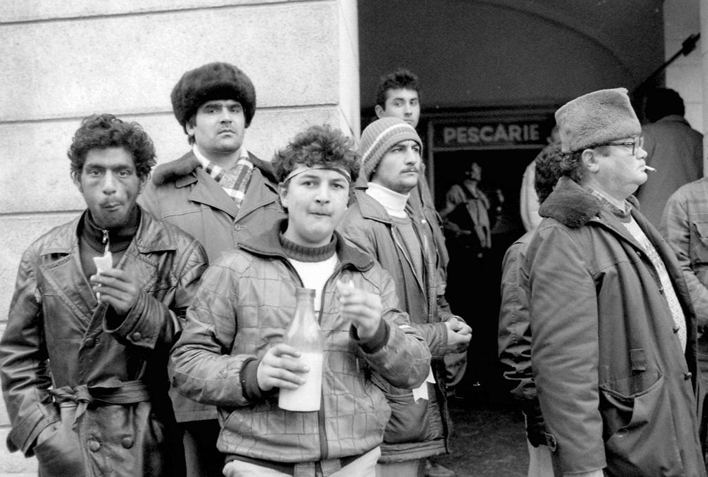 fortepan. Temesvár 1989, román forradalom - CIGÁNYSÁG CSOPORTOSULÁS