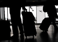 Fejenként 9 milliót fizethet két orosz, mert nem viselt maszkot a repülőn