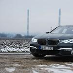 BMW 7-es sorozat teszt: de mi jöhet még, megeteti a kutyát?