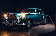 Hangtalan villanyautó lett ebből a 60 éves Bentley-ből