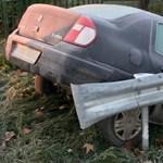 Kesztyűtartóban keresgélt a sofőr, és az árokban landolt Budakalászon