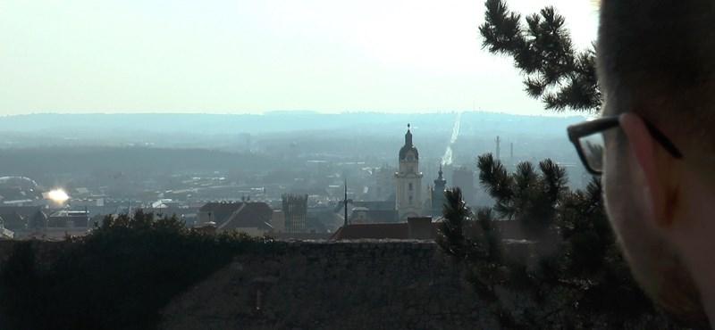 Egy város, ahol mindenki azt hiszi, legyőzheti a Fideszt – videó