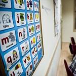 Lassabban tanulunk angolul, ha a tanár magyarul is magyaráz?