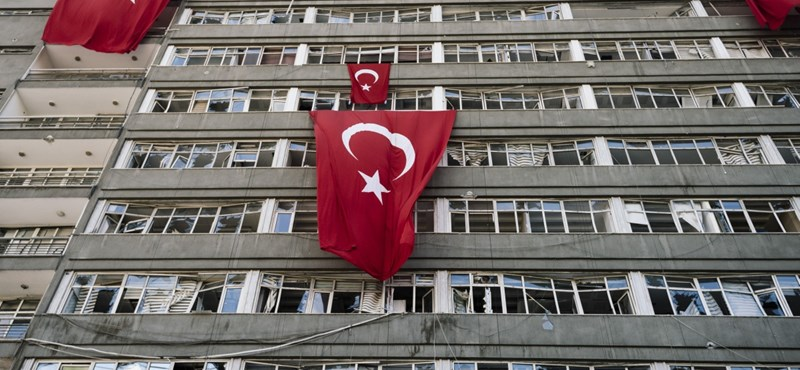 Nyolc hónapos csecsemőjével együtt börtönöztek be egy tanárnőt Törökországban