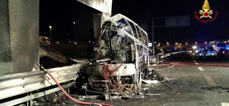 Életeket mentett a tornatanár az égő buszon