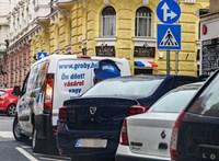 Kormányrendelet: hétfőtől ingyen parkolhatunk a parkolóházakban