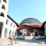 Továbbépítik Szigetváron Makovecz félbehagyott Vigadóját