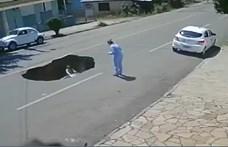 Videó: Beszakadt az út a teherautó alatt, el is nyelte a következő kocsit