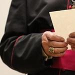 Pedofília eltussolásával vádolt egyházi vezetőket tiltottak ki lengyel egyházmegyékből
