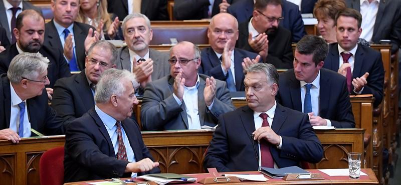 Cinikus volt Orbán, bele is bakizott a parlamentben
