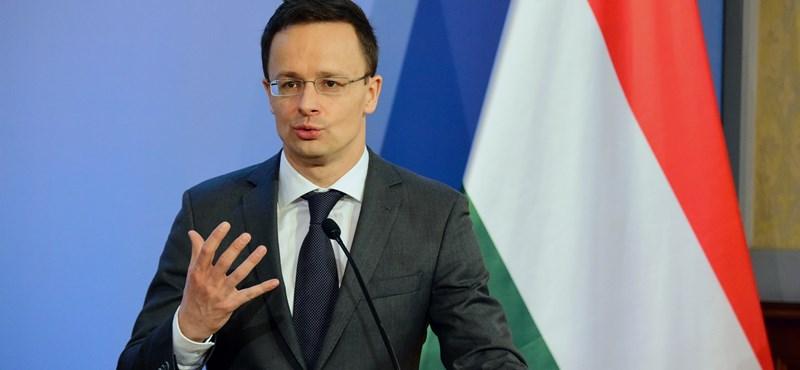 Szijjártó magyarázkodhatott, miután Orbán Horthyt dicsérte