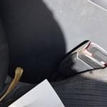 Csak egy övcsonk volt becsatolva a biztonsági öv helyett, ki is repült az utas Kislángnál