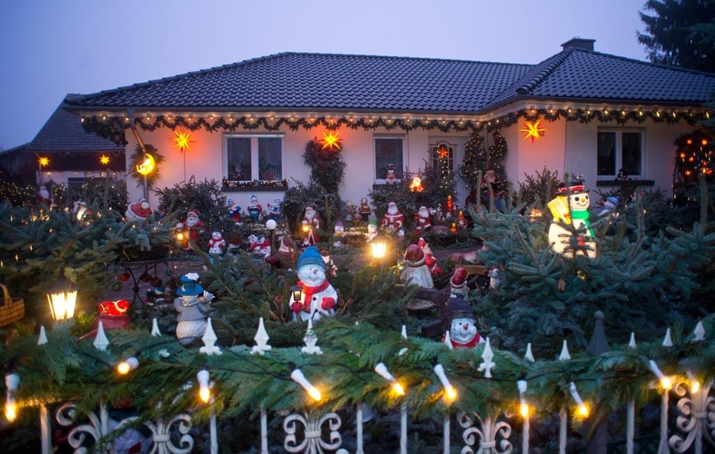 afp. nagyításhoz - égők, karácsonyi dekoráció, fények, fényfüzér, advent - Straupitz, Németország