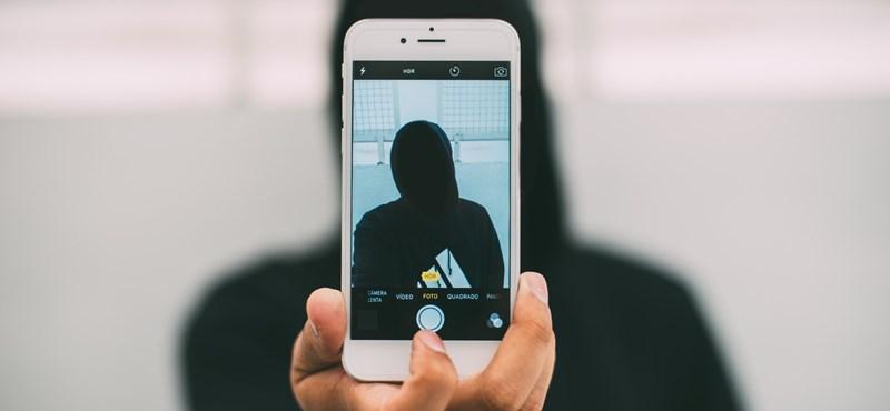 Ami offline elfogadhatatlan, annak online is annak kellene lennie – a britek megelégelték a netes gyerekzaklatást