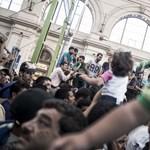 Rengeteg a gyerek a Keleti-káoszban: erre van most szükségük
