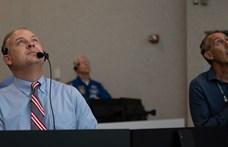 Remény és büszkeség: arcok a NASA irányítóterméből – fotók