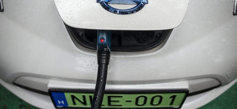 10-ből kilenc magyar újautó-vásárlónak már nem csak a benzines meg a dízelkocsik jutnak eszébe