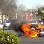 Parkolóban állva lobbant lángra egy Porsche 911 Turbo S