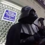 Balalajkán játszik Darth Vader