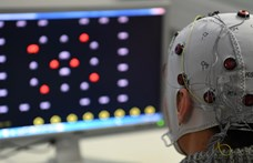 Most már tényleg chipet ültetnének az agyunkba – ki jöhet ki jól belőle?