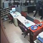 Videó: így raboltak ki fegyveresek egy utazási irodát a két ünnep között