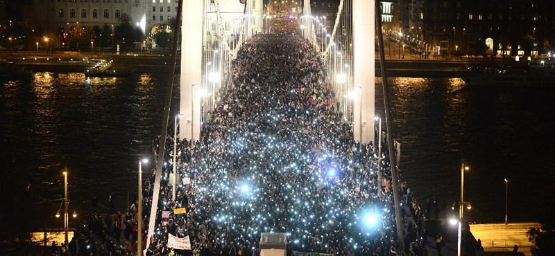 Tüntetés: Hahó, Orbán Viktor, a nemzeti konzultáció megtörtént