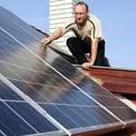Nyolcszor akkora napelemadót fizetünk, mint a franciák