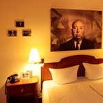 Véres gyilkosságok és titkosügynökök a szállodában
