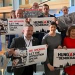 Orbánnak és a Kövérnek üzentek az Európai Parlamentből