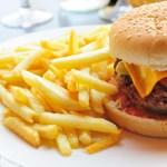 Kinek az érdeke a hamburgeradó valójában? Péter Anna megmondja