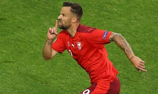 Törökország két nagy svájci gól után csomagolhat, az olaszok fokozatosan nyomják le Walest  - percről percre a torna utolsó csoportkörének első napjáról