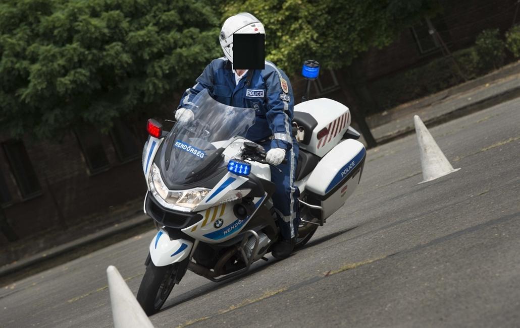 !fekete! - Az ORFK balesetmegelőzési bizottságának sajtótájékoztatója - szolgálati motorkerékpárok átadása (rendőrségi motorok)