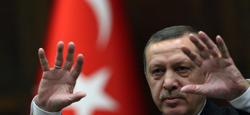 Erdogan lemondásra szólította föl a szír elnököt