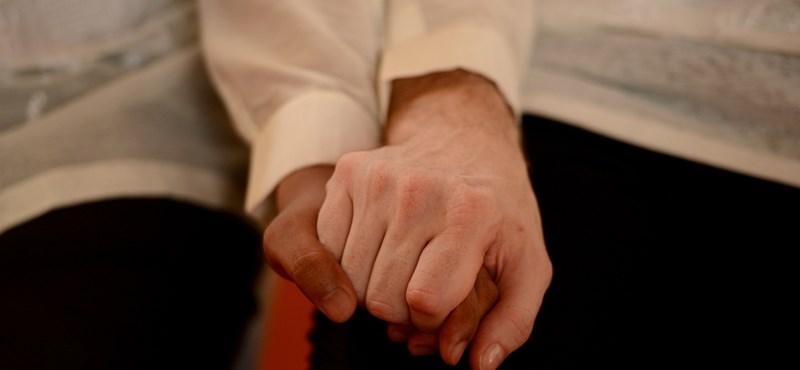 Különvélemény: a melegházasság jogi és társadalmi dilemmái