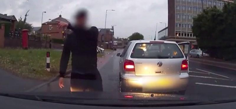 Instant karma: kiszállt balhézni a sofőr, de a legrosszabbkor – videó