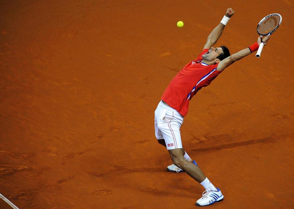 13.09.15. - Belgrád, Szerbia: a szerb Novak Djokovic öröme, miután győzelmet aratott ellenfele, a kanadai Milos Raonic felett a Davis-kupa elődöntőjében. - évképei, az év sportképei