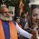 Greta Thunberg és Rihanna fotóit égetik India utcáin