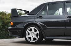64 millió forintért árulnak egy Mercedes 190 E 2.5-16 Evolution II-t