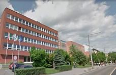 Kiugrott a Óbudai Egyetemen a negyedik emeletről az egyik hallgató