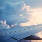 Már olyan biztonságos a repülés, hogy többen haltak meg repülőbaleset miatt a földön, mint a levegőben