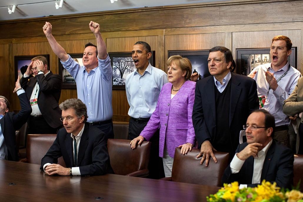 lehetőleg ne - flickrCC_! - 12.05.19. 2012. május 19-én Barack Obama a Camp David a G8-európai vezetők csúcstalálkozójának szünetetében  a Chelsea és a Bayern München Bajnokok Ligájá döntőjét nézi David Cameron,  Angela Merkel, José Manuel Barroso és Fran