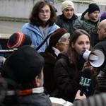 Bayer-ellenes flashmobot rendeznek délután a Magyar Hírlap előtt