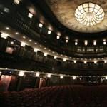 A tetőteraszára várja a közönséget a Madách Színház
