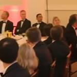 Oszlopnak lökött, majd durván rángatott egy brit államtitkár egy klímavédelmi aktivistát - videó